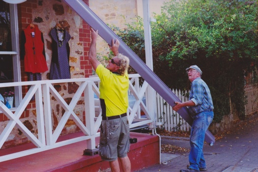 Adelaide-Street-Photography---Adelaide-Hills-German-Hahndorf-Builders-at-Work
